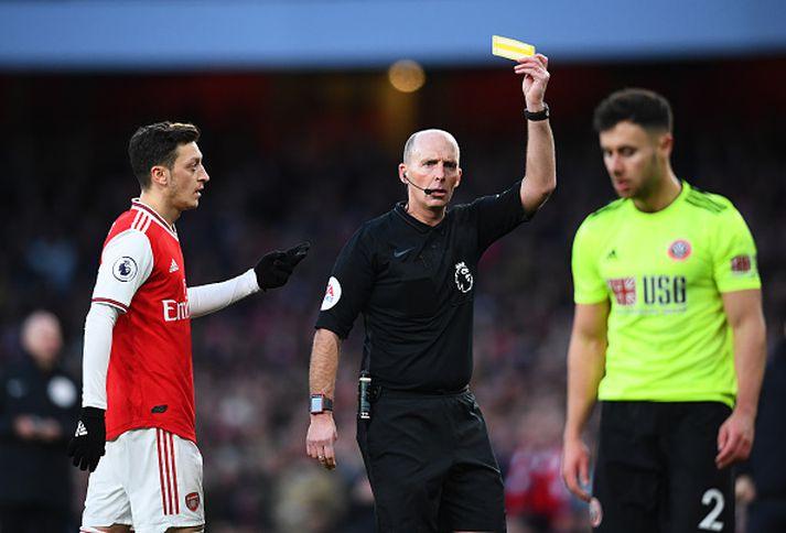 Arsenal voru ekki sáttir með Mike Dean í dag.