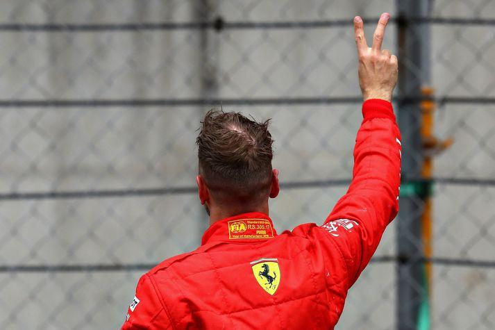 Sebastian Vettel fagnar sigri í morgun.