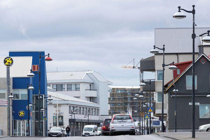 Michael er búsettur í Reykjanesbæ þar sem rafstuðsbyssan fannst meðal annars á heimili hans.