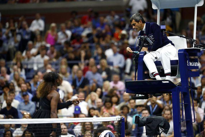 Serena var mjög ósátt við dómara leiksins