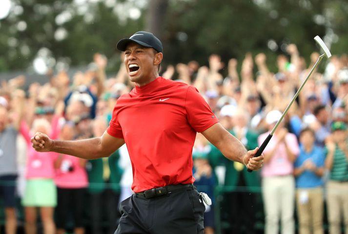 Tiger Woods fagnaði sigrinum vel og innilega