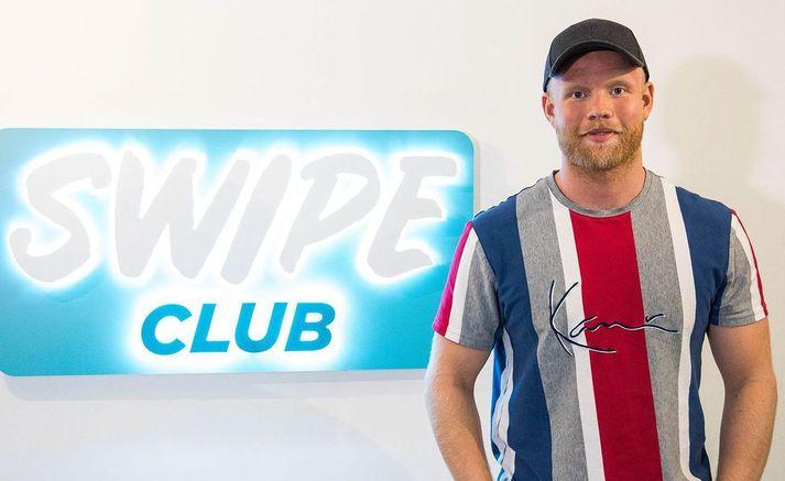 Nökkvi á og rekur fyrirtækið Swipe Club.