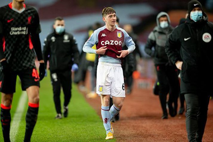 Louie Barry skoraði mark Aston Villa í gær. Hér gengur hann til hálfleiks.