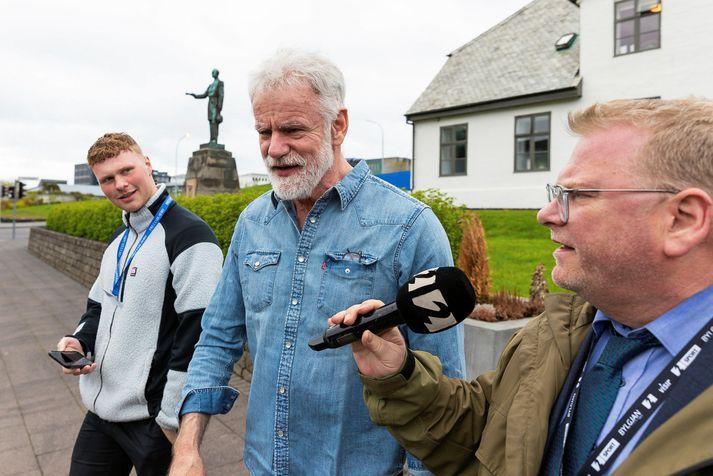 Kári Stefánsson ræðir við fréttamenn eftir fund með forsætisráðherra vegna skimunar fyrir Covid-19 í lok maí.
