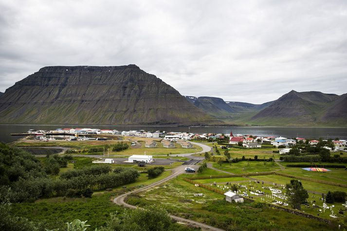 Fiskvinnslufyrirtækið Kambur var á sínum tíma langstærsti vinnustaðurinn á Flateyri. Eigendur seldu hins vegar eigir félagsins árið 2007.