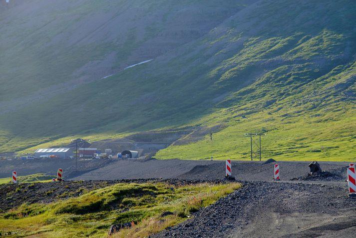 Frá framkvæmdum við Dýrafjarðargöng.