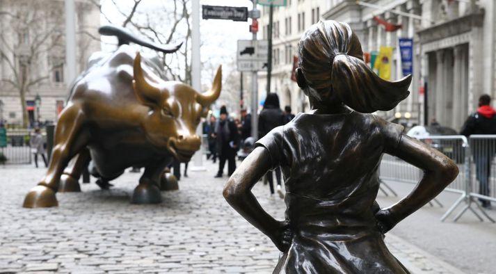 Stúlkan, sem var sett upp á móti nauti Wall Street, átti að tákna framtíðina og vekja athygli á launamun kynjanna.