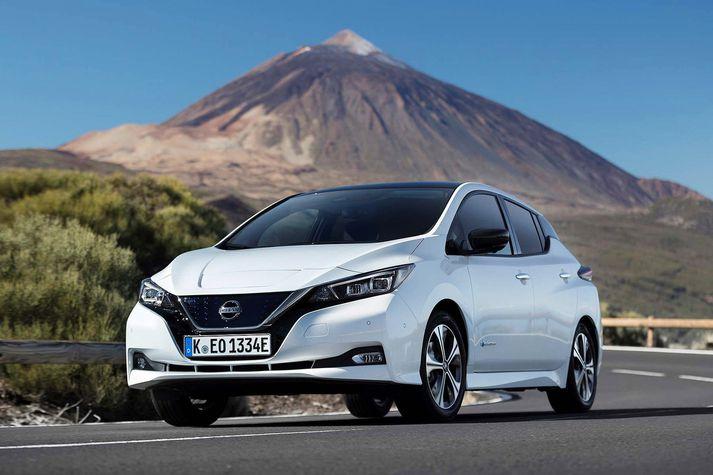 Nissan Leaf rafbílarnir hafa rokselst en verðandi eigendur þurfa að bíða.