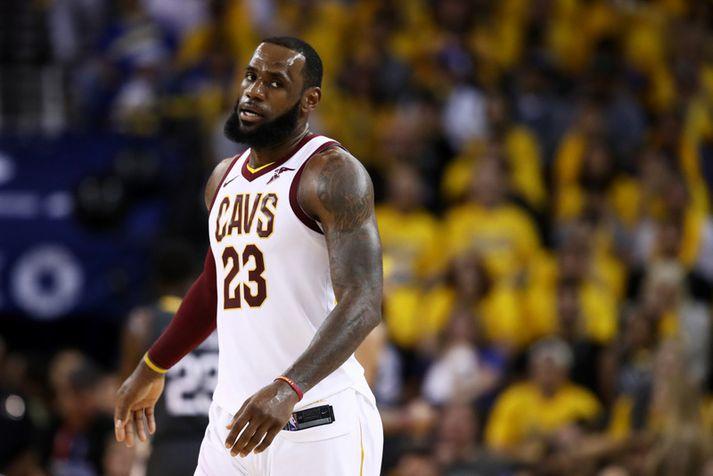 LeBron James leikur með LA Lakers næstu fjögur árin