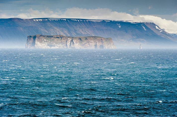 Hafsólin lenti í vanda við Drangey í Skagafirði.
