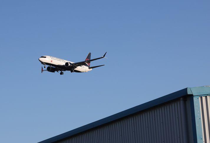 Boeing 737 MAX 8 að lenda á Heathrow.