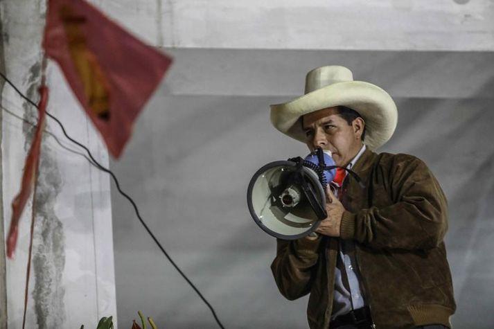 Pedro Castillo ávarpar stuðningsmenn sína á kosningafundi í Tacabamba um síðustu helgi.