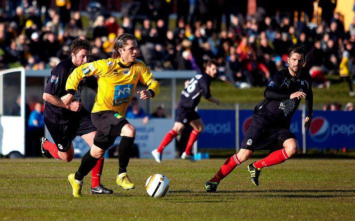 Jóhannes Karl skoraði stórglæsilegt mark í sigri ÍA á KR, 3-2, á Akranesi sumarið 2012.