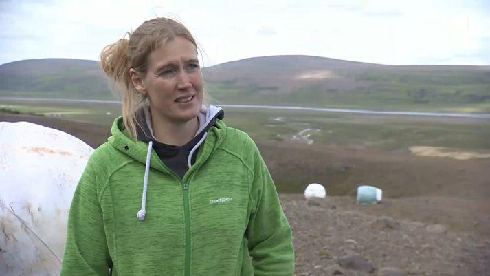 Sigurlína Tryggvadóttir, landfræðingur og bóndi í Svartárkoti, stýrir verkefninu. Bárðardalur sést fyrir aftan.