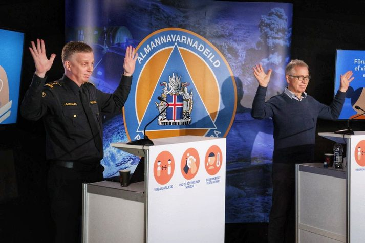 Víðir i Þórólfur podczas dzisiejszej konferencji przywitali wszystkich w islandzkim języku migowym.