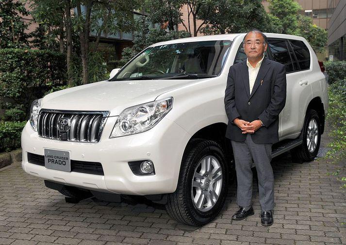 Toyota Land Cruiser og Kazuhiro Okada verkefnastjóri þróunar nýrra bíla hjá Toyota