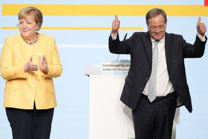 Angela Merkel (til vinstri) hefur verið kanslari Þýskalands frá árinu 2005. Armin Laschet er kanslaraefni Kristilegra demókrata (CDU) fyrir kosningarnar sem fram fara 26. september næstkomandi.