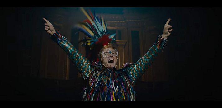 Elton John er einn af merkustu tónlistarmönnum mannkynssögunnar en hann hefur selt rúmlega 300 milljónir platna.