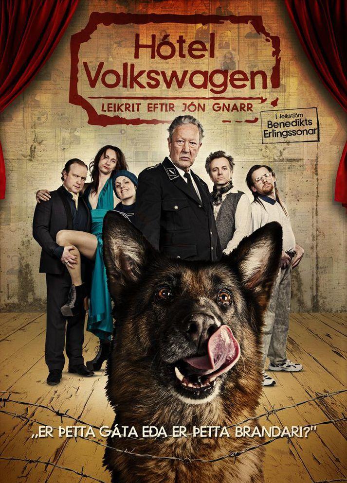 Höfundurinn Jón Gnarr tekur sjálfur þátt í leiklestri Hótel Volkswagen í kvöld.