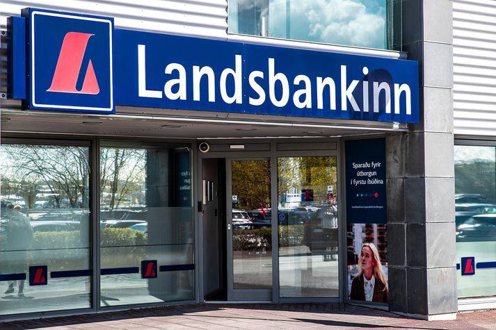 Í tilkynningu frá bankaráði Landsbankans segir að gagnrýni vegna hækkananna sé skiljanleg þar sem Landsbankinn sé að langstærstu leyti í eigu ríkisins.