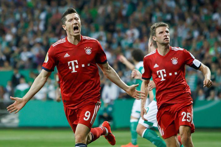 Lewandowski og Muller fagna.
