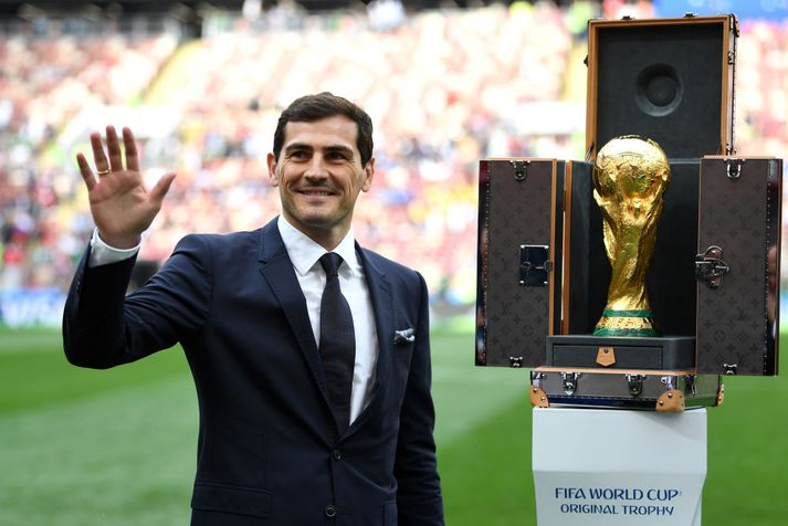 Casillas er einn þeirra sem hefur hlotnast sá heiður að lyfta heimsmeistarabikarnum