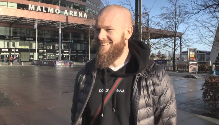 Aron Einar fyrir utan Malmö Arena í dag.