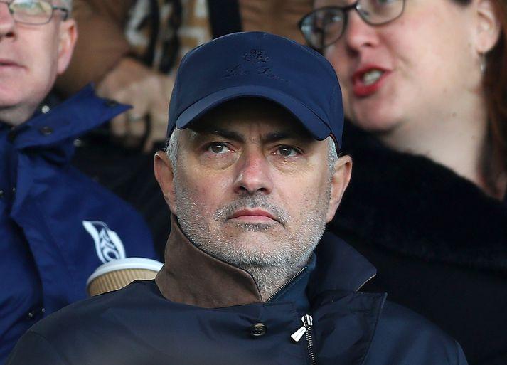 Mourinho á leik Fulham og Everton.