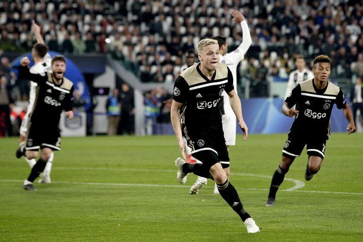 Leikmenn Ajax fagna í kvöld.