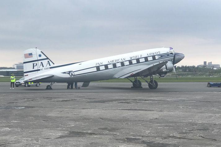 Þristurinn sem lenti á Reykjavíkurflugvelli í kvöld er einskonar undanfari. Flugvélin er máluð eins og vélar Pan American World Airways voru á árum síðari heimstyrjaldarinnar.