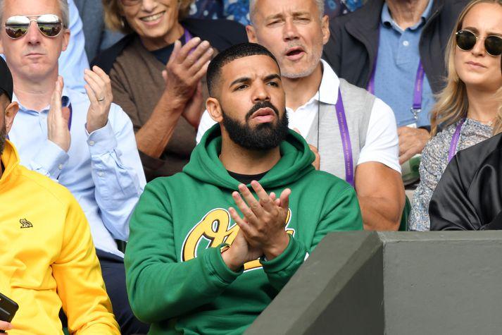 Drake, sem er mikill tennisáhugamaður, á Wimbledon.