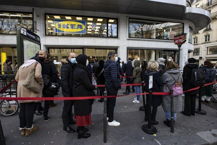 Biðröð fyrir utan verslun Ikea í París.