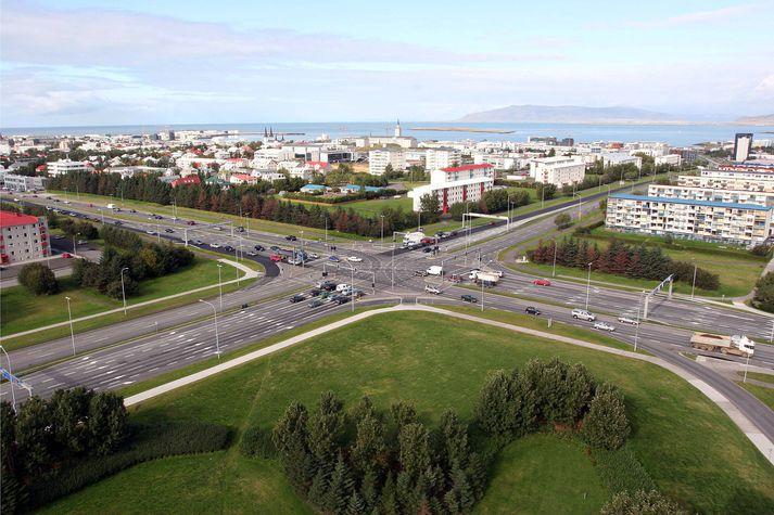 Ökumaður var stöðvaður á ógnarhraða við Kringluna.