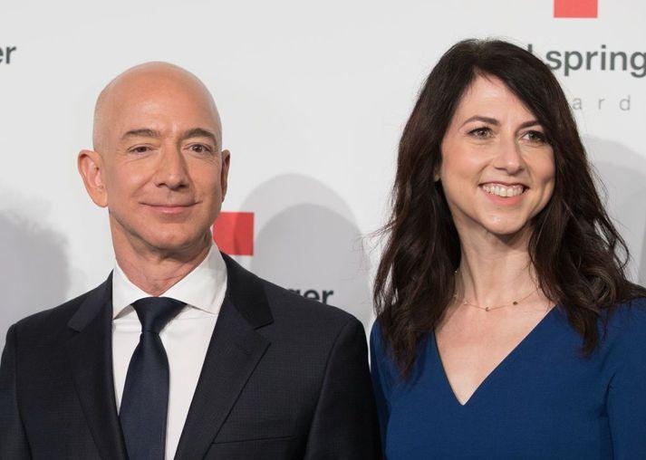 Jeff Bezos og MacKenzie Scott skildu árið 2019.