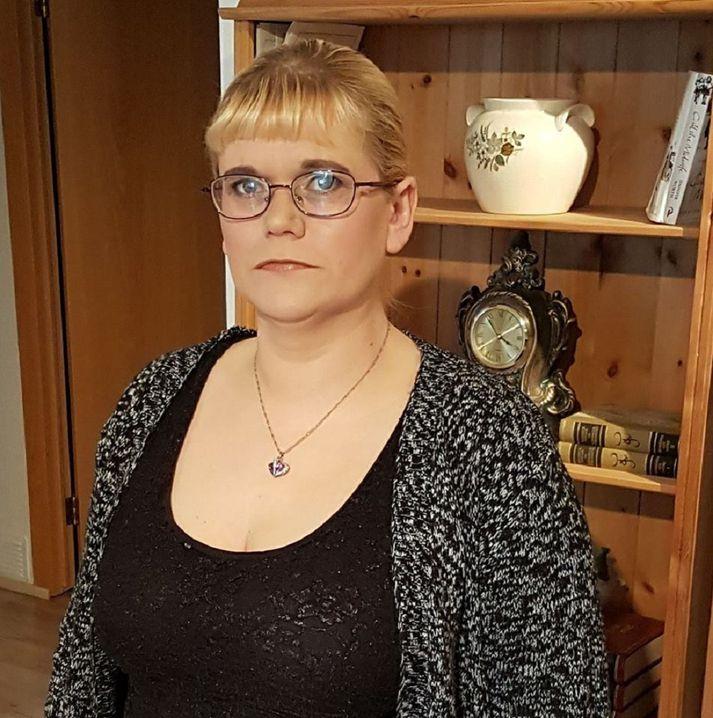 Nú er svo komið að húsnæði sem Helga leigir hefur verið selt og hefur hún til mánaðamóta til að finna nýtt húsnæði.