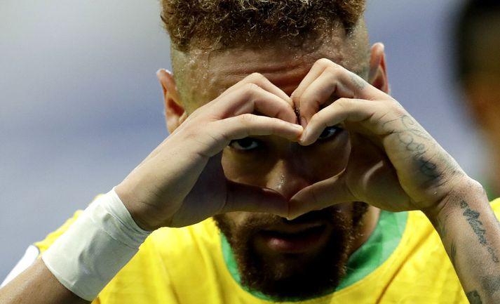 Neymar fagnar hér marki á Copa America.