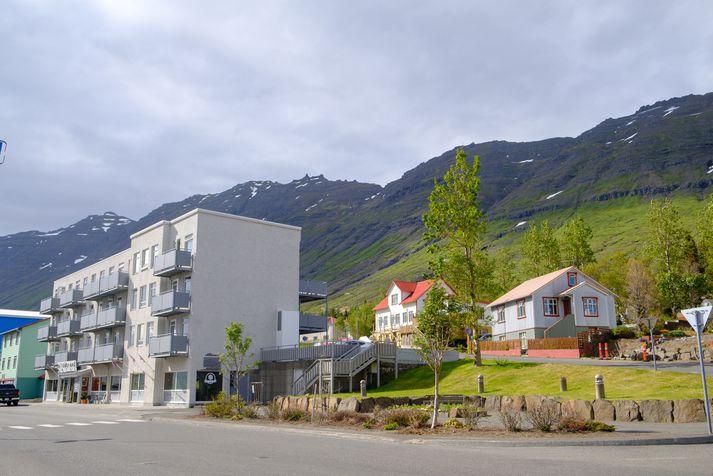 Tekin var skýrsla af mönnunum í gær og þeim síðan sleppt. Atvikið átti sér stað á Neskaupstað.