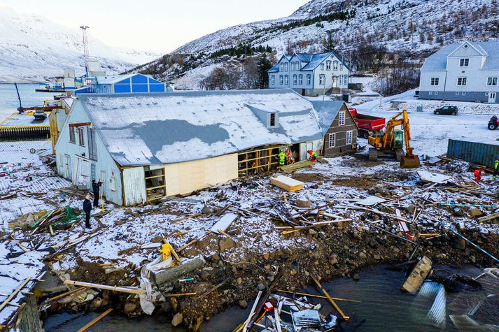 Eyðileggingin var mikil í desember þegar stóra aurskriðan féll eftir miklar rigningar dagana á undan.