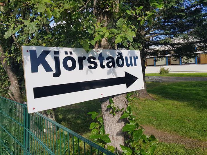 Aðeins tveir dagar eru síðan bæjarstjórn breytti áður auglýstum fyrirvörum, í spurningum á kjörseðli.