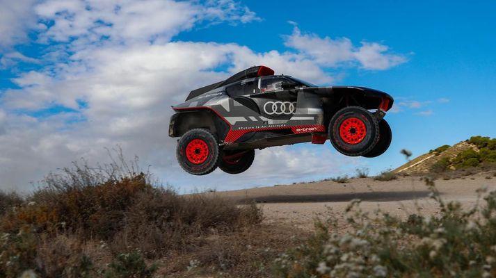 Audi RS Q e-tron á flugi.