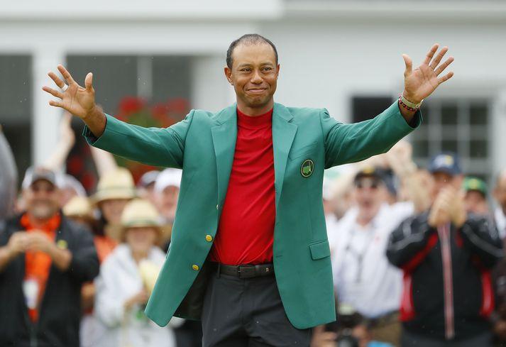 Tiger Woods hefur fimm sinnum klæðst græna jakkanum sem sigurvegarinn á Masters mótinu fær.