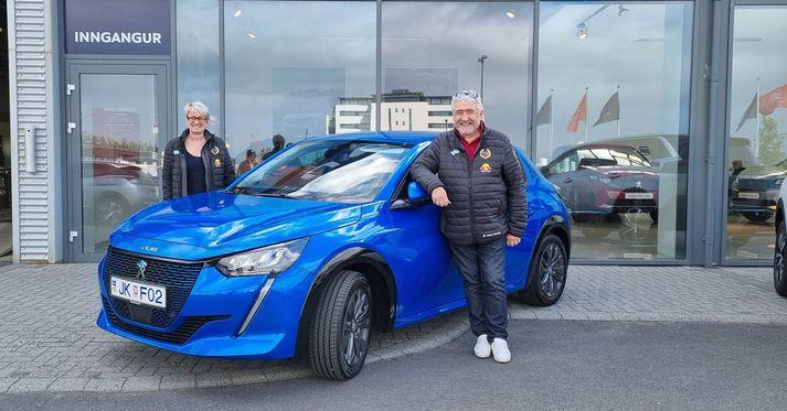 Didier Malaga og Valérie Bonnel sem tryggðu sér fyrsta sætið í nákvæmnisakstri á Peugeot e-208.