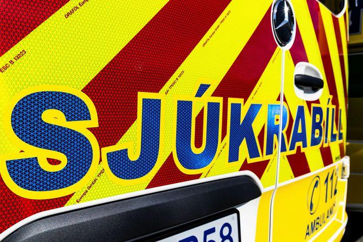 Barnið var fyrst flutt með sjúkrabíl á Sjúkrahúsið á Akureyri og þaðan með sjúkraflugi til Reykjavíkur á föstudag.