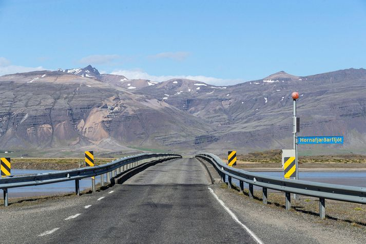 Einbreið brú yfir Hornarfjarðarfljót, ein af fjölmörgum á Suðurlandi.