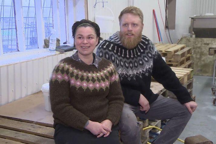 Sæbjörg Freyja Gísladóttir og Eyvindur Atli Ásvaldsson eiga fyrirtækið Kalksalt ehf. á Flateyri.