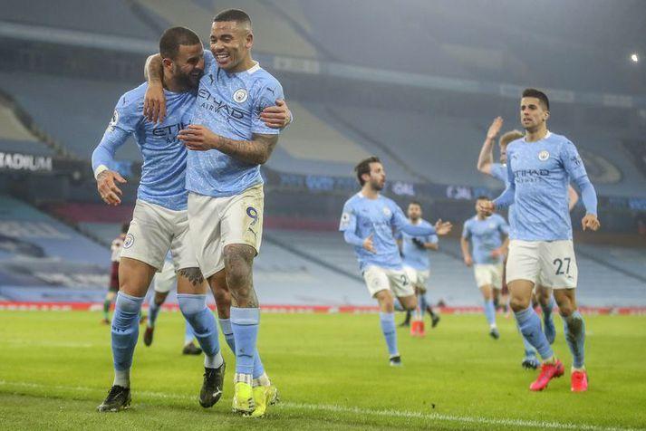 Leikmenn Manchester City fagna hér marki Gabriel Jesus á móti Úlfunum í gær.