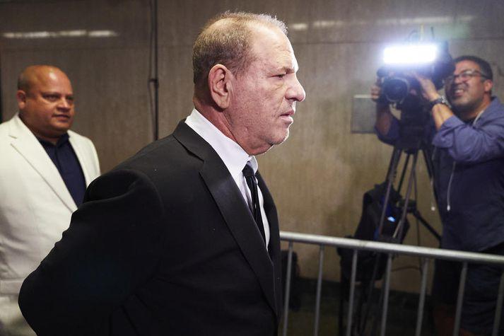 Weinstein hefur lítið látið sjá sig opinberlega eftir að ásakanir á hendur honum komust í hámæli.