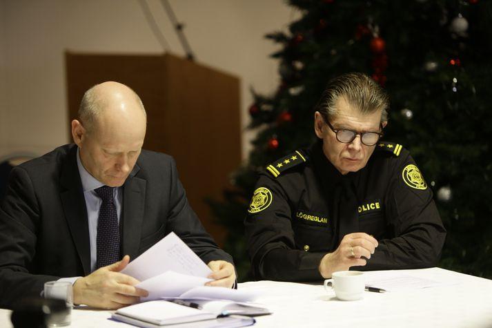 Karl Steinar Valsson frá Europol og Grímur Grímsson, yfirlögregluþjónn, á blaðamannafundinum í dag.