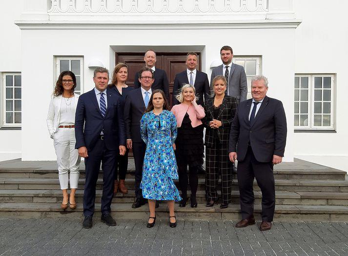 Ríkisstjórn Íslands skuldar útskýringar á sofandahætti sínum segja þingmenn stjórnarandstöðunnar.