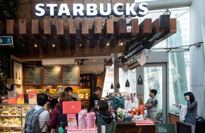 Starbucks opnaði fyrsta stað sinn í Kína í höfuðborginni Peking árið 1999 en alls starfrækir fyrirtækið 4.300 staði í Kína.